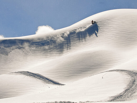 Snowmobiling in the Wyoming Mountain Range - Visit Pinedale WY